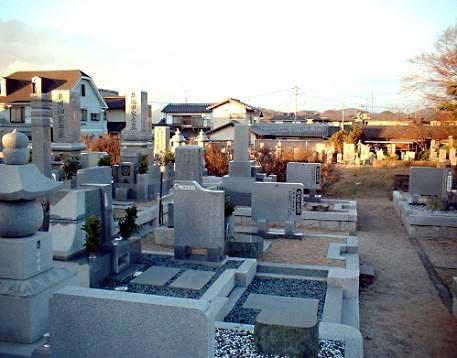 実際寺墓地