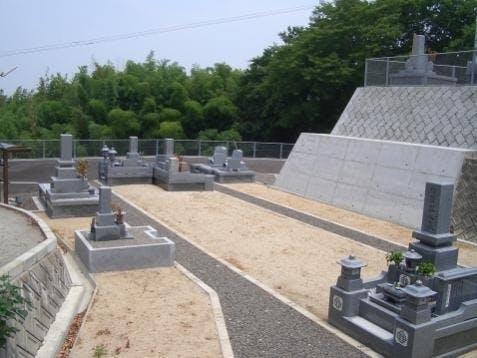 入佛寺墓苑