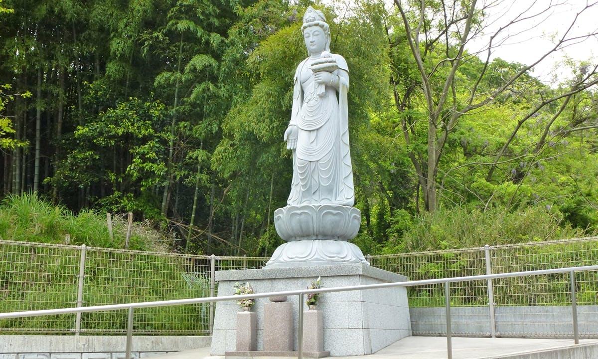 オアシス霊園 滝