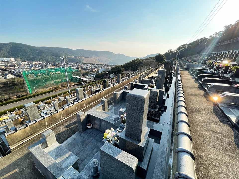 西部霊苑(永代供養付き納骨堂・一般墓)