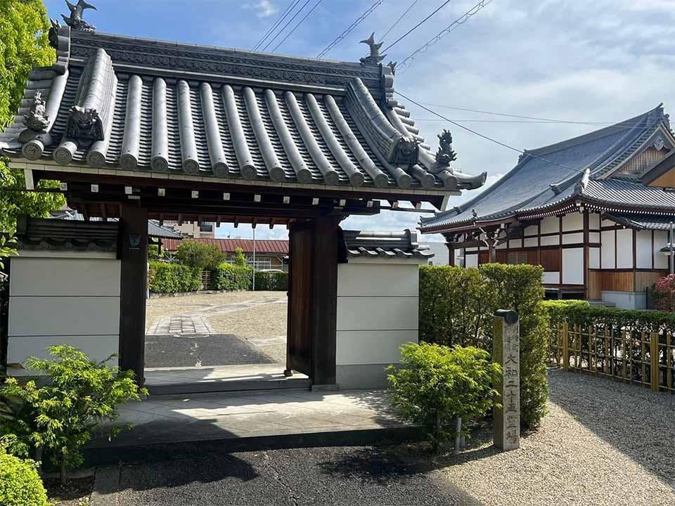 洞泉寺墓地