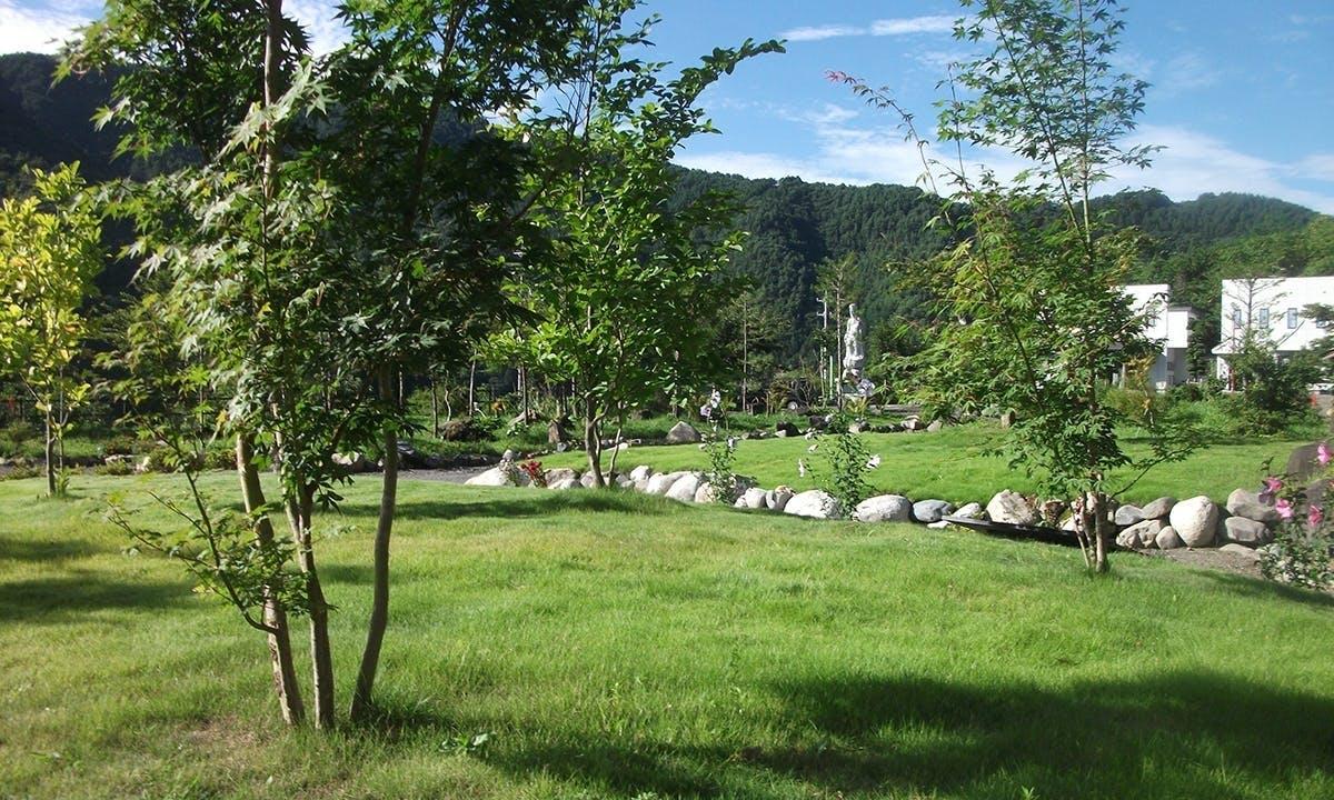 義仲メモリアルパーク(土に還る樹木葬)