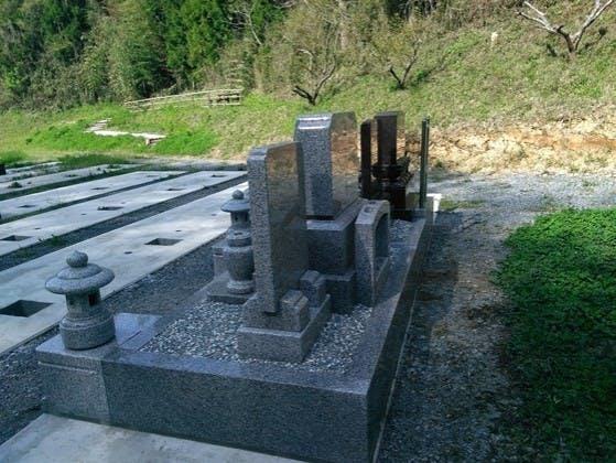 洞安寺墓地