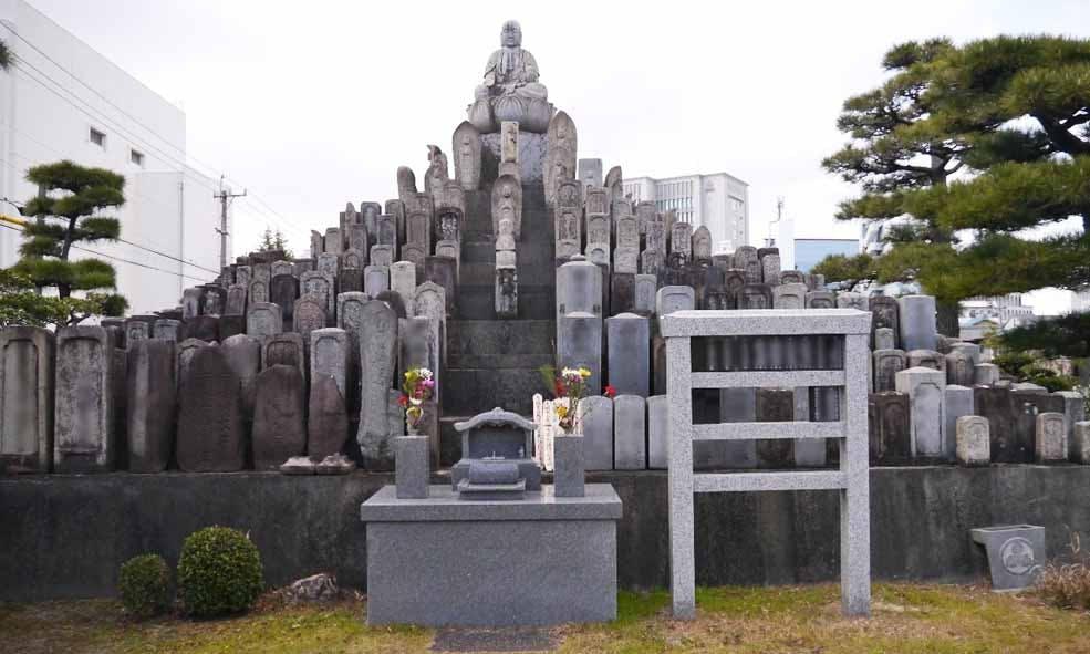 八事 東連寺墓地