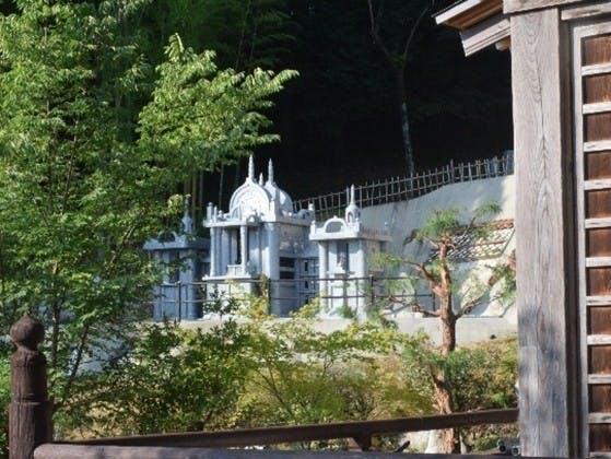 慧日山 萬泉寺 永代合葬墓「とわの碑(いしぶみ)」