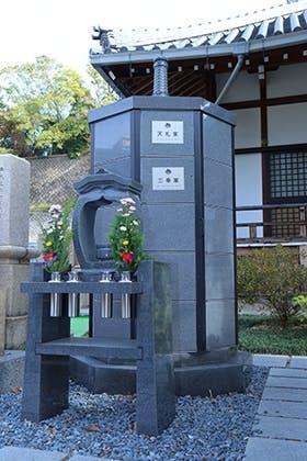 浄国寺墓石塔