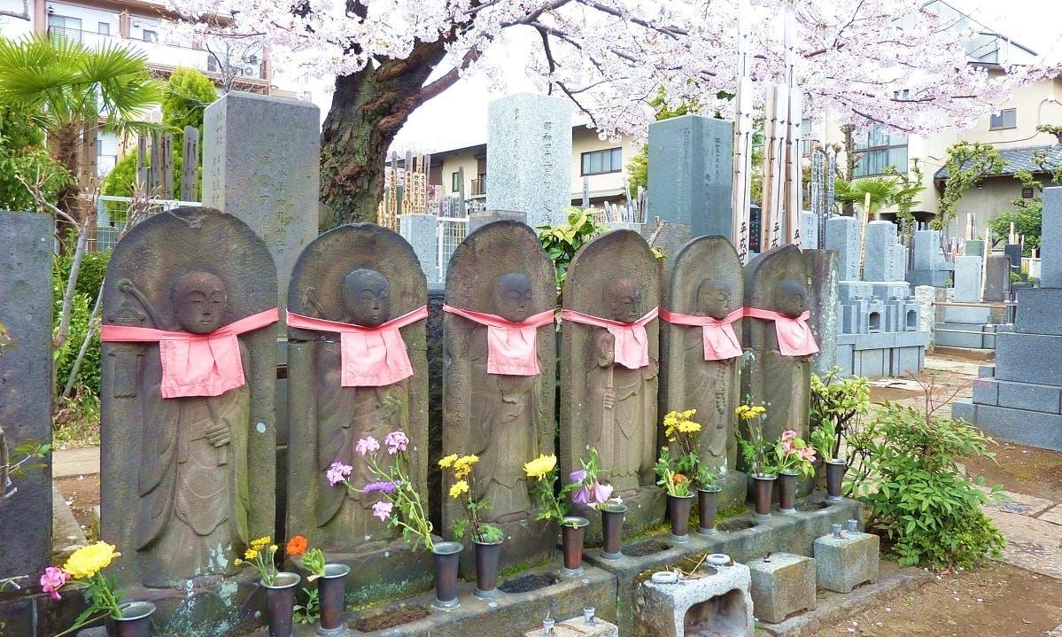 白泉寺墓苑