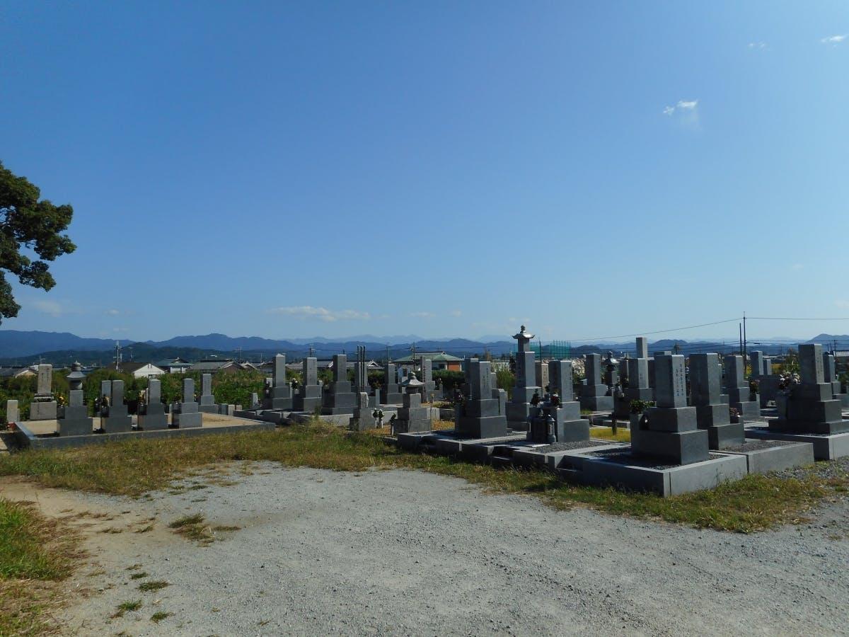 秋吉新墓地